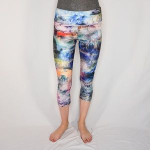 ONZIE Mountain Nature Vistas Print Capri Leggings